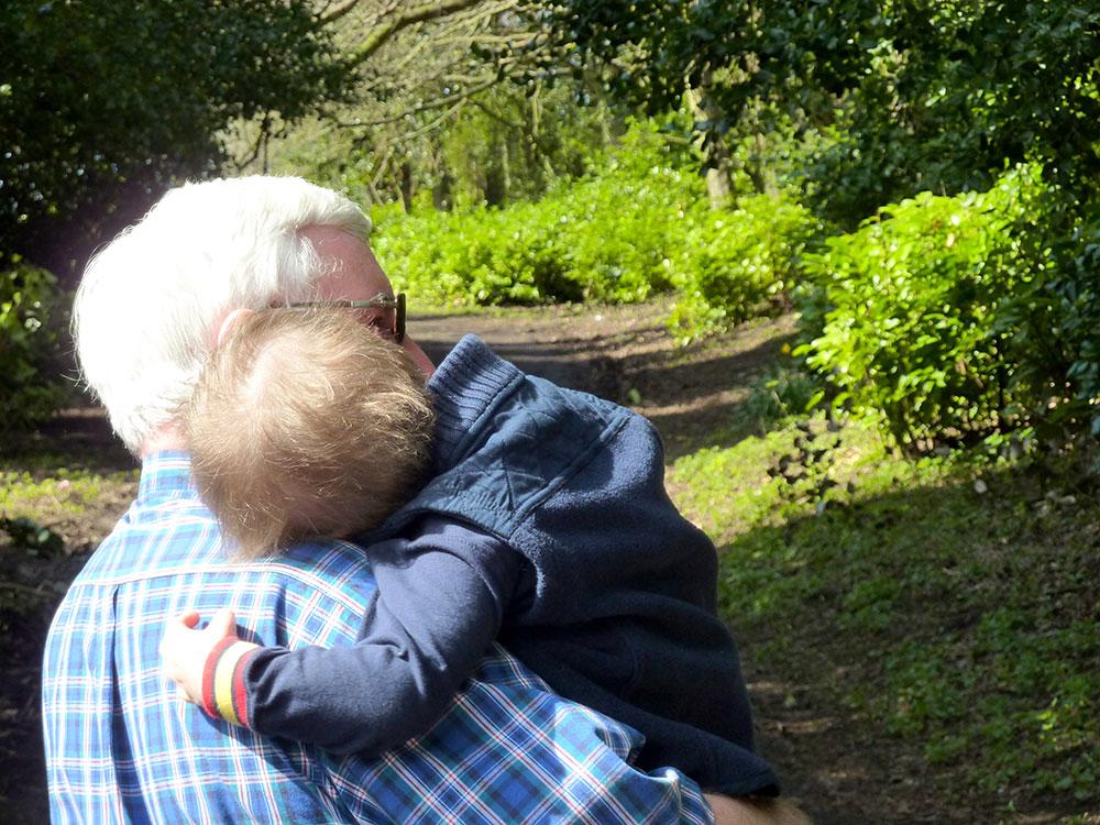 Смотреть внучка и дед 8 фотография